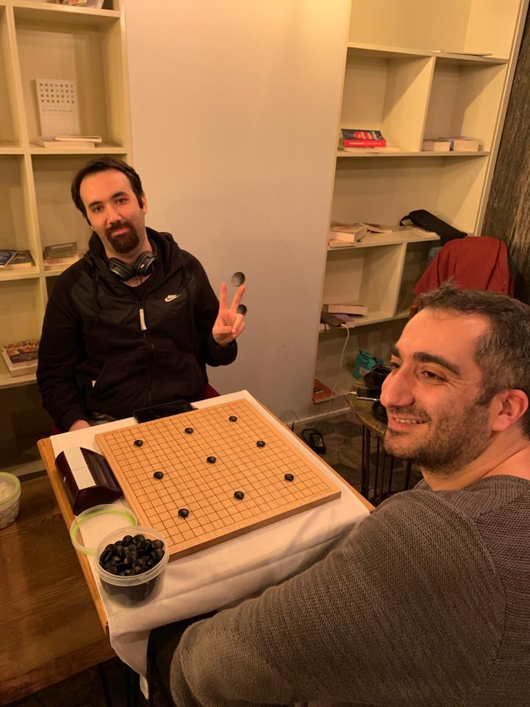 Final maçı öncesi Özgür Değirmenci ve Sait Sevgi birinci masada.